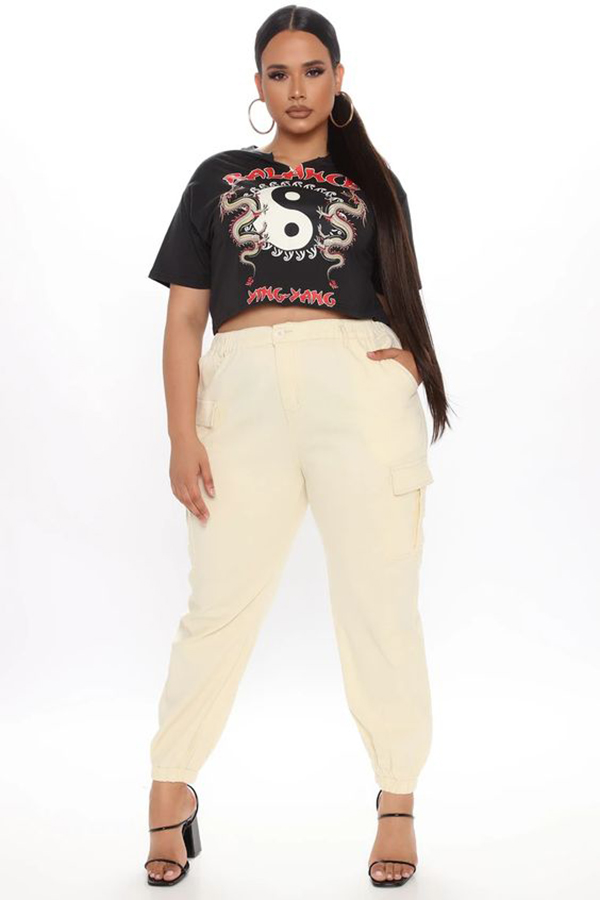 A plus-size model wearing off-white cargo pants.