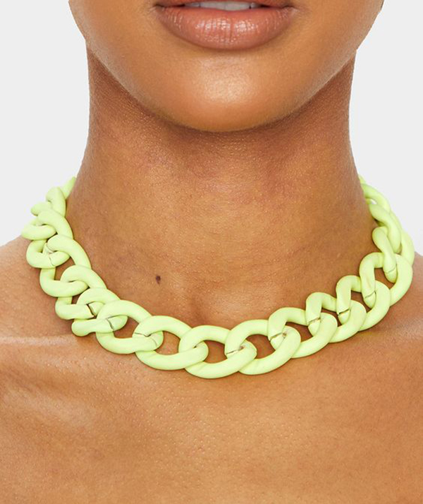 A model wearing a neon yellow chain-link necklace.