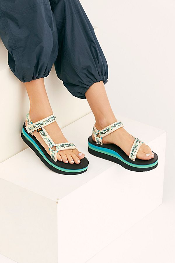 UNRULY | Sporty Sandals are Seriously Having a Moment Right Now