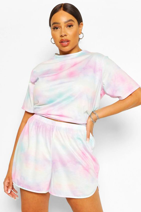 A model wearing a plus-size tie-dye matching set.
