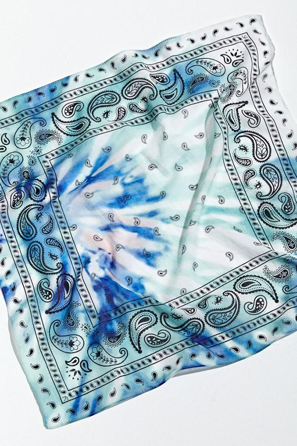 A blue tie-dye bandana.