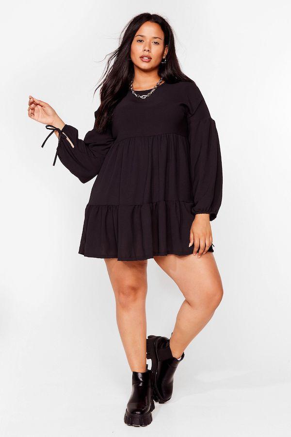 A model wearing a plus-size babydoll dress.