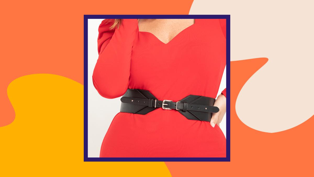 A model wearing a black plus-size corset belt.