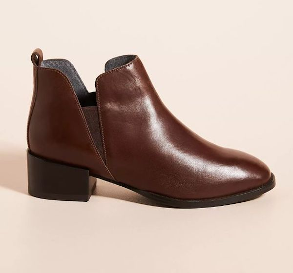 Wide-fit Chelsea boots in dark brown.