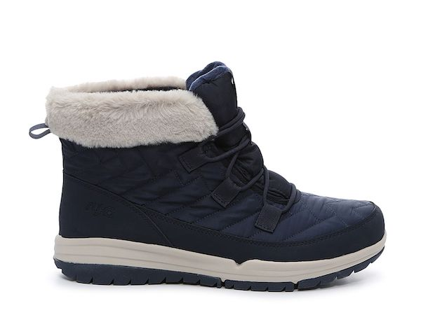 Wide-fit snow boots in navy and gray.