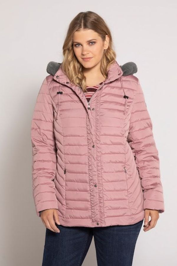 A model wearing a plus-size quilted jacket in pink.