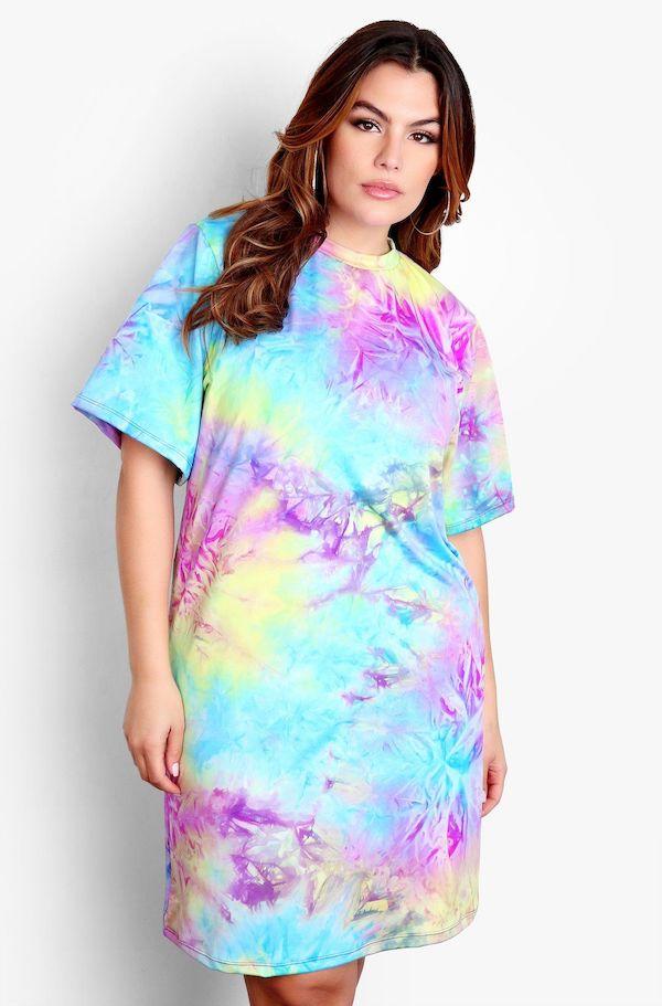 A model wearing a plus-size t-shirt dress in tie-dye.