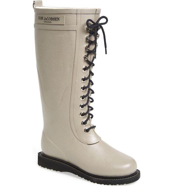Wide-fit rain boots in dark cream.