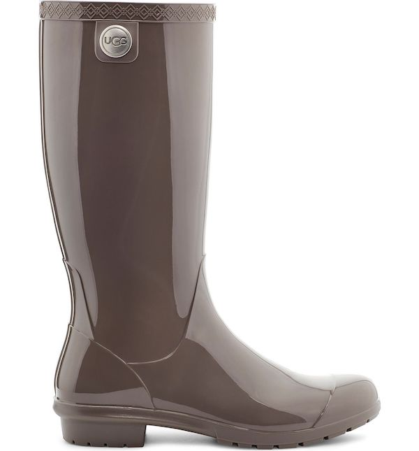 Wide-fit rain boots in brown.
