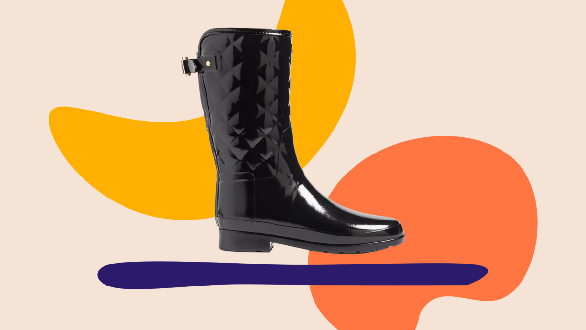Wide-fit black rain boot.
