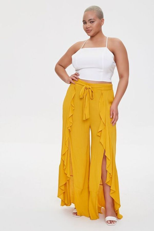 A model wearing plus-size beach pants in yellow.