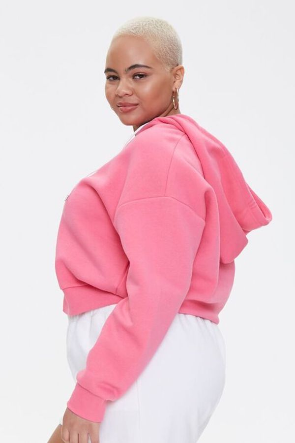 A model wearing a plus-size cropped hoodie in pink.