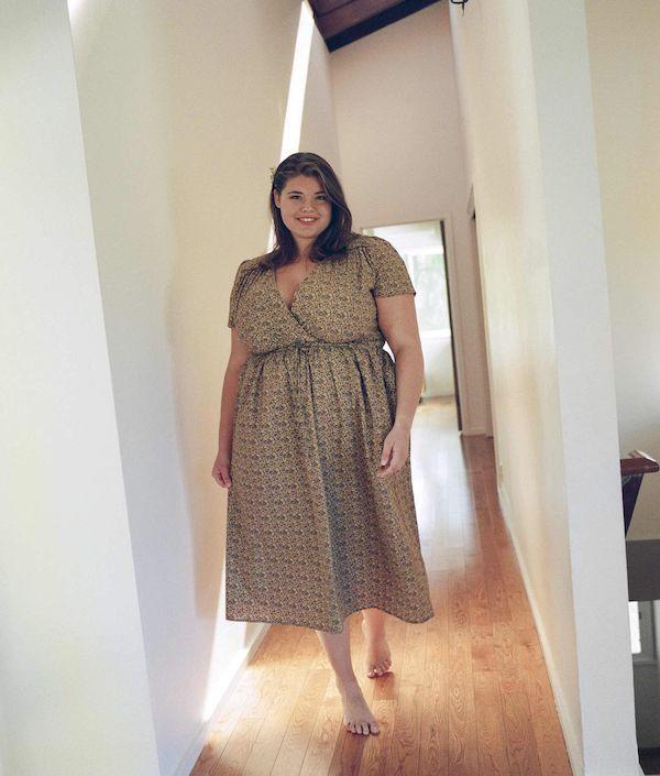A model wearing a plus-size graduation dress.