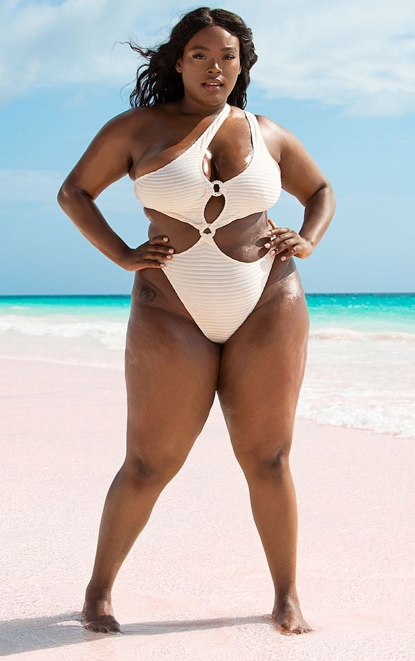 A model wearing a plus-size ring swimsuit.
