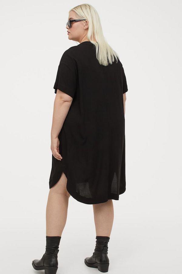 A model wearing a plus-size shift dress.