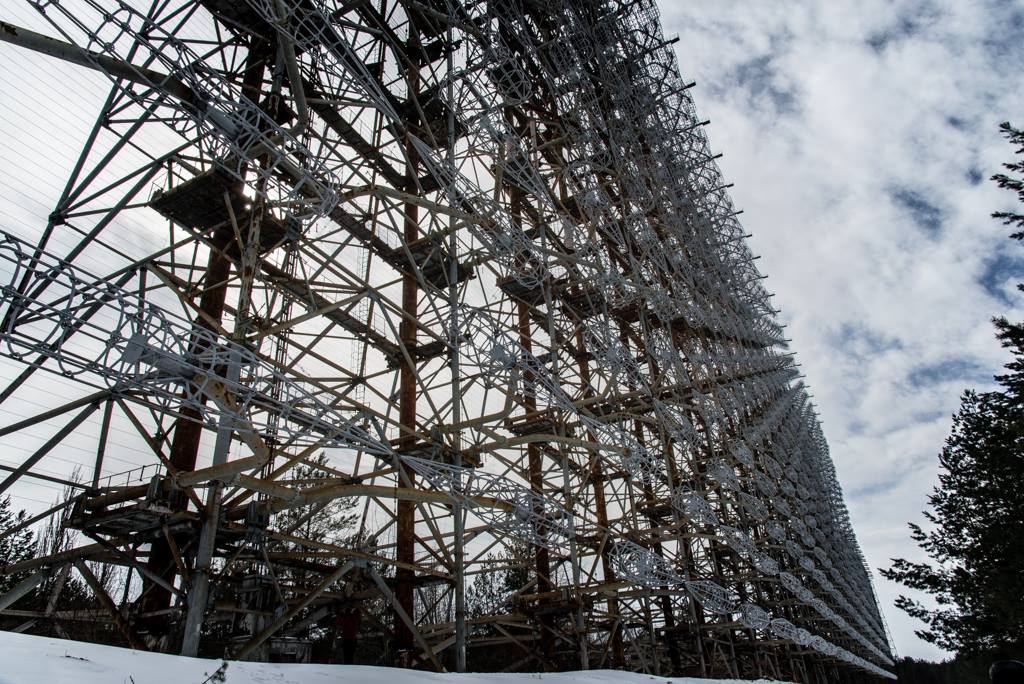 Photo of the antenna, a massive metal frame.