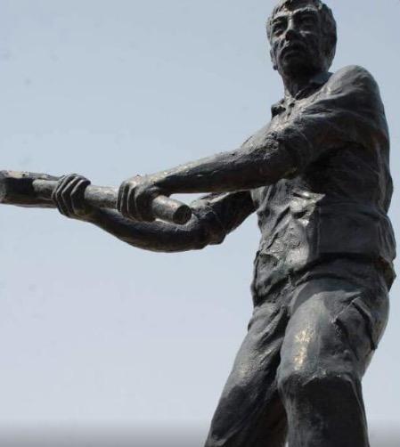 basra iraq statue