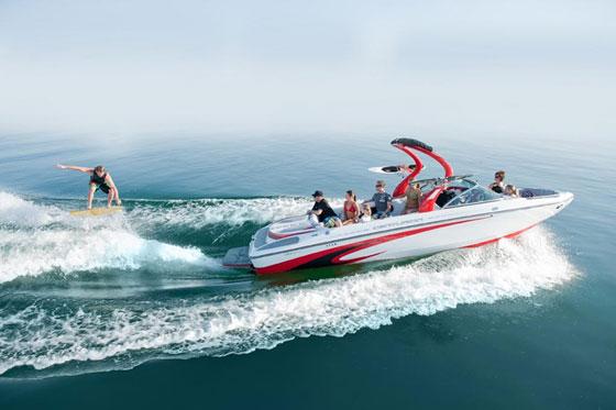 Centurion-Enzo waterskiing boat