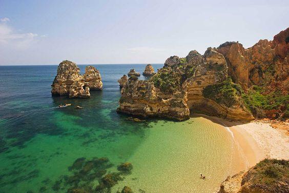 El esquinazo rocoso de la Praia Dona Ana, en el Algarve, Portugal