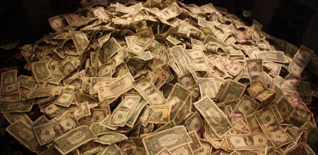 can you make money metal deecting