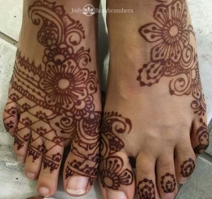 Good henna aftercare gives dark henna stain on the feet, Orlando FL