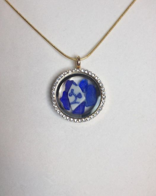 Magnetic Locket with Beach China