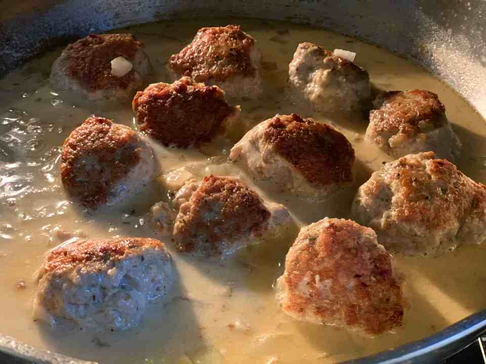 Healthy Turkey Meatballs Recipe - Quick and Easy with a light cream sauce.  Weeknight meals, turkey recipes.