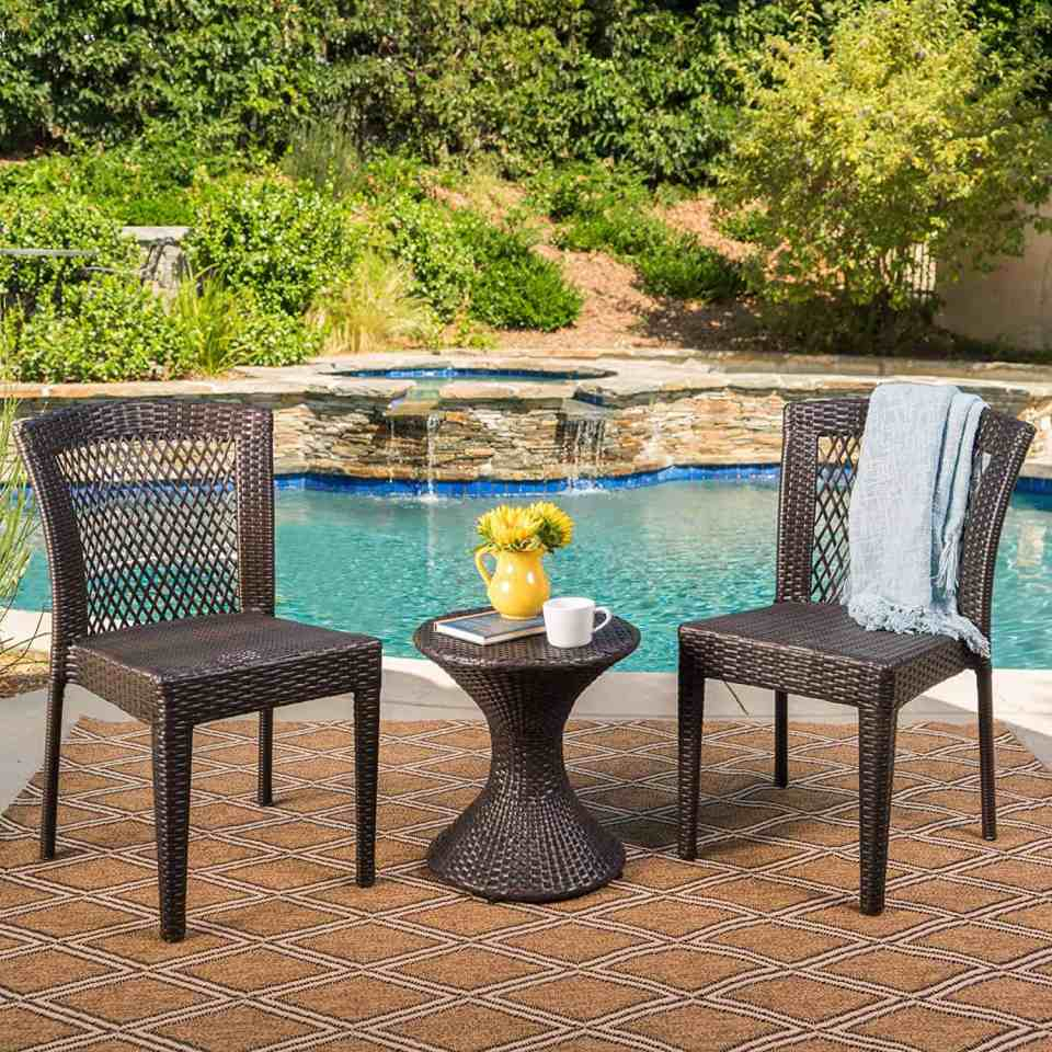 Beach House Outdoor Living Space Ideas - Wicker chat set