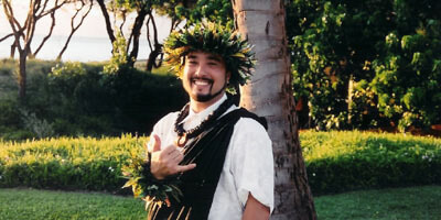 Officiant Reverend kimo maui wedding ceremony opens every marriage celebration with the blowing of the conch shell, the oli (Hawaiian chant) and closes with a Hawaiian Prayer.