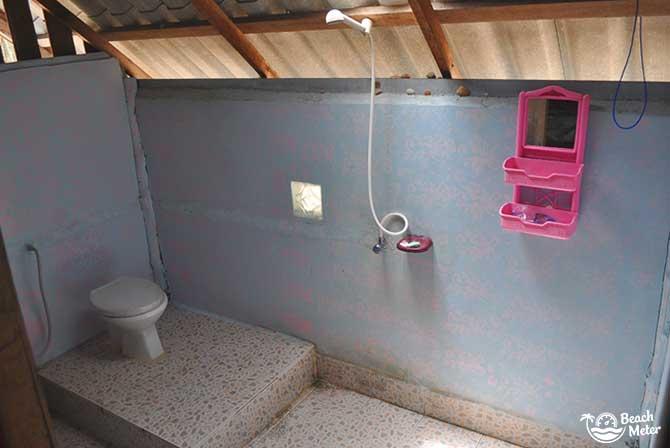 Budget bungalow bathroom at Full Moon Bungalows, Koh Chang Noi (Ranong, Andaman Sea)