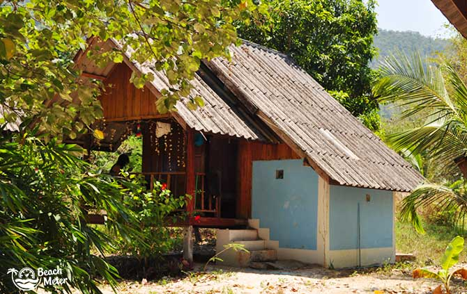 Simple concrete and wooden bungalow with decorative sea shells from Koh Chang Noi (Andaman)