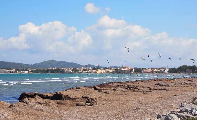 Kitesurfing Mallorca at Bahia de Pollensa.