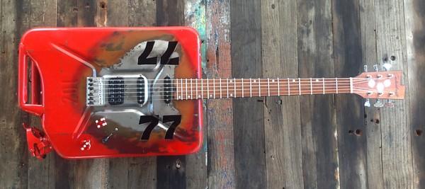Kanistergitarre-77