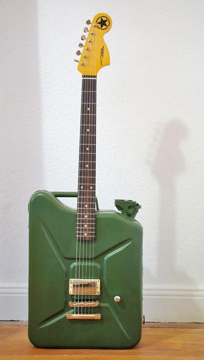 rokitaamadeus-guitar