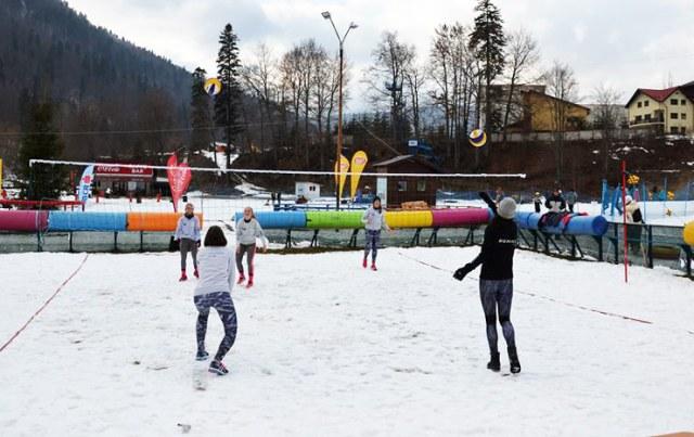 snow volleyball 13