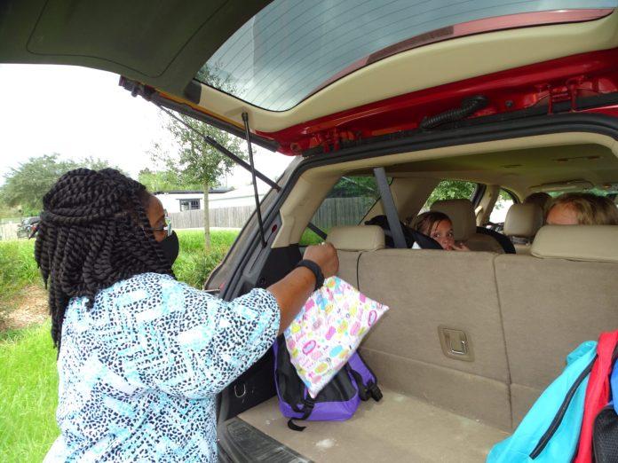 <p><p>Resource CenterAdministratorShilretha Dixon helps load free backpacks during DeLand's annual backpack giveaway.</p></p><p>BEACON PHOTO/MARSHA MCLAUGHLIN</p>