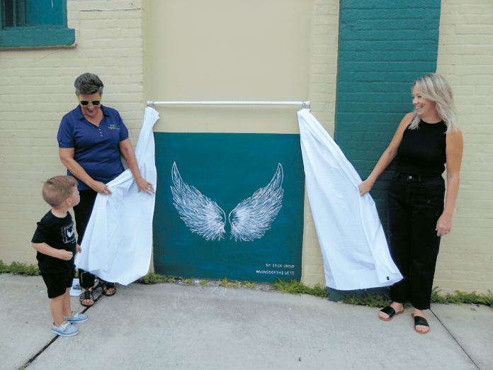 Mini Downtown DeLand Wings