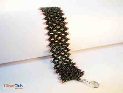 Learn how to make this simple but elegant Netting Bracelet. Click for the full tutorial.