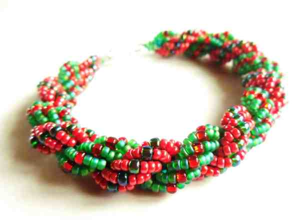 Learn how to use Double Spiral Stitch to make alternating colours of seed beads swirl around each other in the Holly Rope Bracelet tutorial.