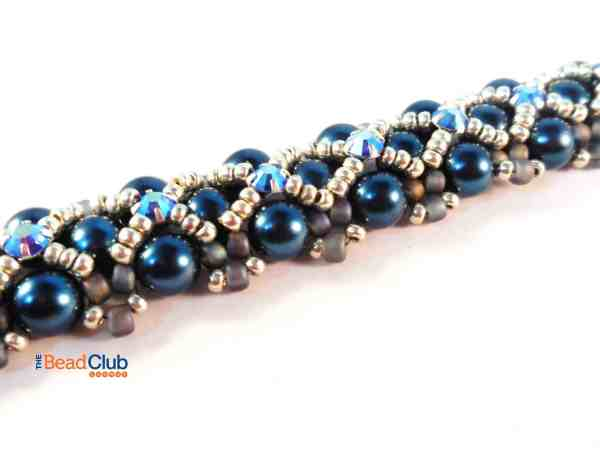 The Scalloped Edges Bracelet is a Right Angle Weave beading pattern. A seed bead embellishment adds a scalloped look to the sides of this bracelet.