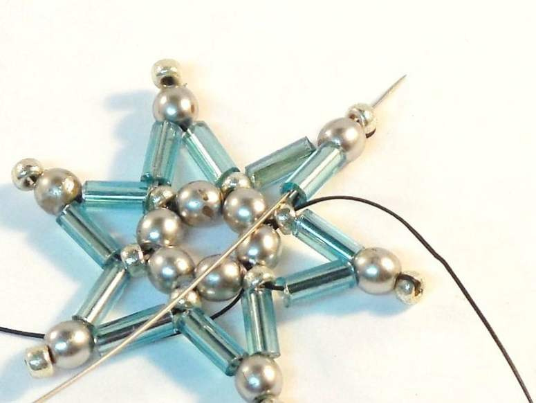 Download this Free Beaded Star Dangle Earrings Pattern