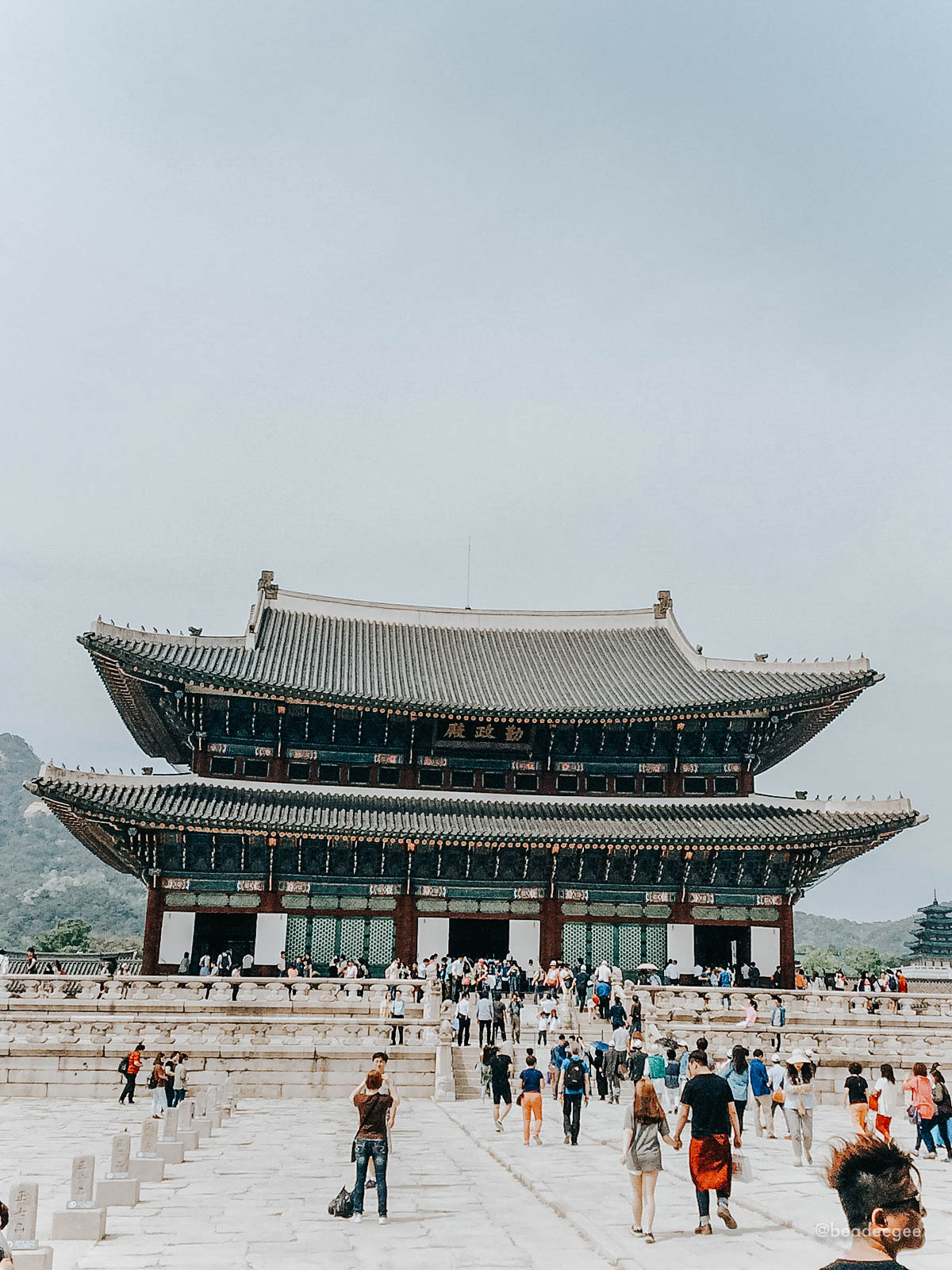 A palace in seoul with so many tourists