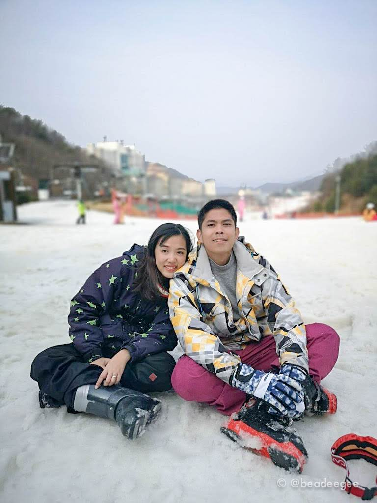 A couple sitting in the snow in Vivaldi Ski World
