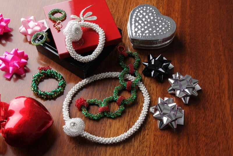 Snow necklace and bracelet, holly wreath jewellery set, Katie Dean, Beadflowers