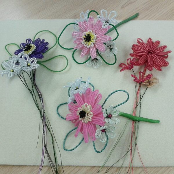 Gerberas: French beaded loop techniques