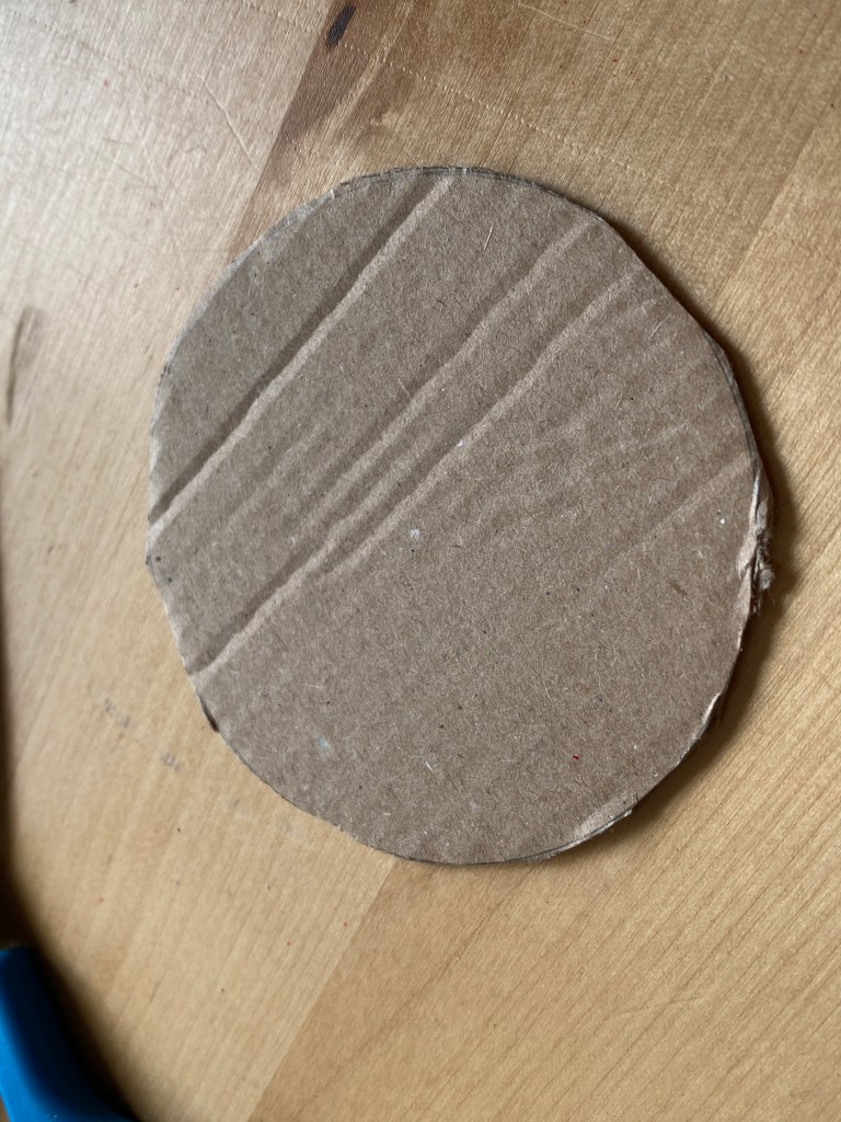 cardboard braiding - cut a circle