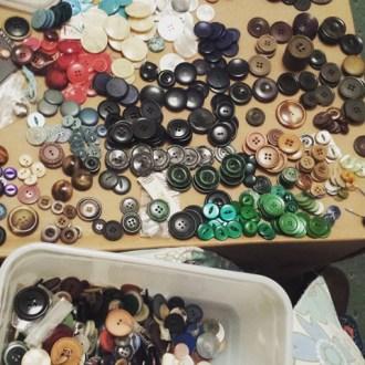 Button (8)