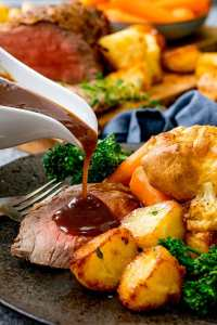 Easter Sunday – Take-way Roast Beef Diner with Rhubarb Crumble £10