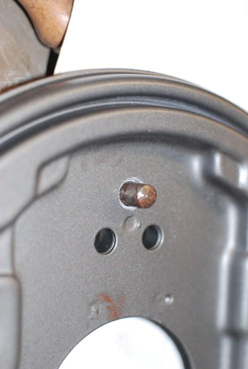 Deze spanas is van vrij zacht metaal en dient voorzichtig te worden behandeld.Niet met de hamer op kloppen.