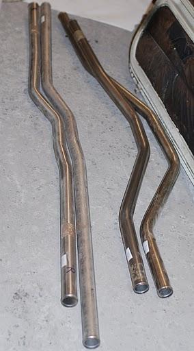De RVS koelbuizen die de broze lekkende PVC buizen vervangen.